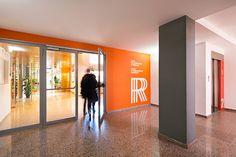 Proyecto de señalización para un centro cultural compuesto por casal para gente mayor, escuela de arte y centro de normalización lingüística. Ajuntament del Prat de LLobregat (Barcelona). 2013 | by PFP, disseny gràfic