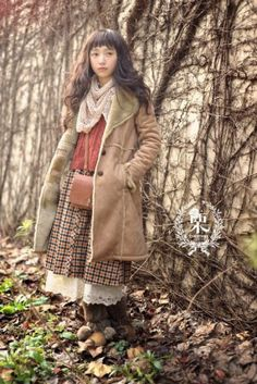 Mori Girl / Mori Kei What is a Mori Girl? Mori Girl or Mori Kei is a style of fashion that originated in Japan and it is . Moda Mori, Forest Fashion, Différents Styles, Mori Girl Fashion, Forest Girl, Look Vintage, Japanese Street Fashion, Lookbook, Looks Cool