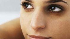 5 natural methods to remove dark circles under the eyes--آنکھوں کے نیچے سیاہ حلقوں کو دور کرنے کے 5 قدرتی طریقے Dark Spots On Legs, Mask For Oily Skin, Prevent Wrinkles, Quites, Belleza Natural, Dark Circles, Healthy Skin, Healthy Tips, Good Skin