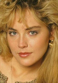 Filmovízia: Sharon Stone Sharon Stone Young, Sharon Stone Photos, Sharon Stone Bikini, Beautiful Celebrities, Beautiful Actresses, Beautiful Eyes, Beautiful Women, Classic Beauty, Beauty Women