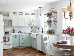 Kitchen Makeover Gorgeous Small Kitchen Remodel Ideas 33 - Remodeling your small kitchen shouldn't be a difficult task. When you put your small kitchen remodeling idea on paper, just […] White Cottage Kitchens, Home Kitchens, Tiny Kitchens, Cottage Kitchen Decor, Cottage Kitchen Cabinets, Kitchens With White Appliances, Small Cottage Homes, Kitchen Sinks, Luxury Kitchens