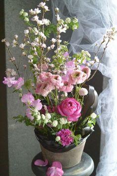 sakura flower arrangement cherry blossom rose sweet pea http://gluckfloristik.com/