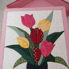 Caixa com patchwork embutido tulipas