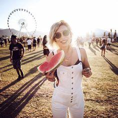#coachella feelings with @7fam_eu #7famLAroadtrip #7forallmankind @linatesch Coachella 2016, Masha Sedgwick, Festival Looks, Laughing, Instagram Posts, Feelings, Music, Style, Fashion