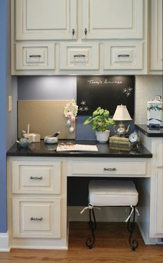 Small home office space in the kitchen - I like this better than a separate room just for the office Kitchen Office Spaces, Kitchen Desk Areas, Kitchen Desks, Home Office Space, Kitchen Nook, Home Office Desks, Office Furniture, Office Nook, Home Office Storage