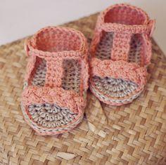 Instant download  Baby Booties Crochet PATTERN por monpetitviolon, $4,99
