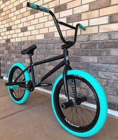 Discover recipes, home ideas, style inspiration and other ideas to try. Beach Cruiser Bikes, Cruiser Bicycle, Mtb Bike, Bmx Bikes, Mtb Enduro, Tumbr Girl, Bmx Gear, Bici Retro, Freeride Mountain Bike
