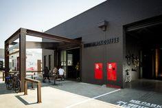 Galeria de Cafeteria Code Black / Zwei Interiors Architecture - 1