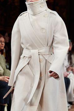 Stella McCartney Fall 2020 Ready-to-Wear Fashion Show | Vogue Stella Mccartney, Vogue Paris, Autumn Winter Fashion, Fall Winter, Paris Shows, Mannequins, Unique Fashion, Ready To Wear, Fashion Show