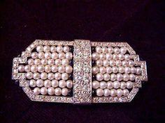 ca. 1920  broche perles fines entourage diamants sertis sur platine