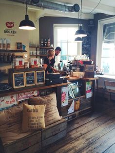 Koffiebar Expresszo - Middelburg ★ love the coffee bags & chalkboards