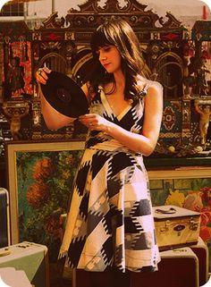 Zooey Deschanel, record girl