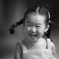 little chinese girl laughing640 x 640 | 86 KB | www.photographymojo.com