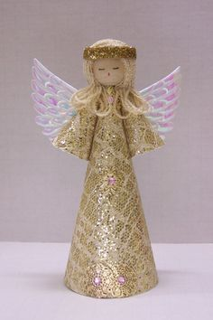 Sweet Light Gold Angel for a Christmas tree by TammysCraftShoppe, Homemade Christmas Tree, Christmas Tree Angel, Homemade Christmas Decorations, Felt Christmas Ornaments, Christmas Tree Toppers, Christmas Elf, Christmas Tree Decorations, Angel Crafts, Xmas Crafts
