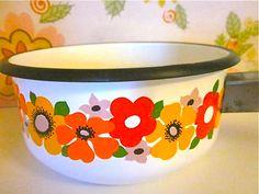Groovy flower saucepan