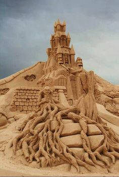 Wizards, driftwood, sandcastle. Great detail.