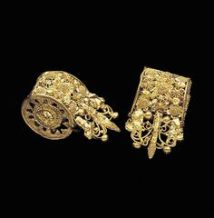 Etruscan: Gold pair of bauletto earrings. 6th.CT BC. Courtesy Dallas Museum of Art