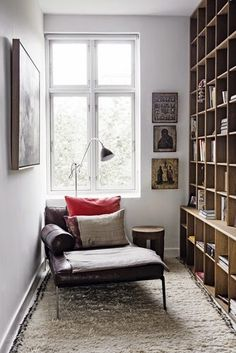 6 ways to create a home library + reading nook no matter what size home. Your hallway, staircase, doors or windows can all create a home library. Living Spaces, Living Room, Cozy Living, Home Libraries, Cozy Corner, Cozy Nook, Small Corner, Interior Exterior, Exterior Design