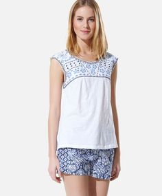 Top with multi-coloured embroidery detail - OYSHO