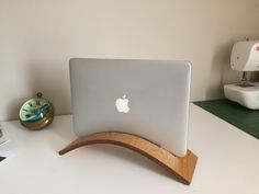(Did a pretty bad job on a) vertical laptop stand http://ift.tt/2kNNDtc