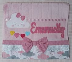Toalhinha Chuva de Amor no Elo7   Ateliê Edimara Garcia (CA66DE) Galaxy Wallpaper, Baby Dress, Patches, Baby Shower, Diy Crafts, Sewing, Name Crafts, Towel Crafts, Baby Quilts