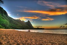 Taken at Tunnel's Beach on the island of Kauai right before sunset. 3xp hand held. By Kaldoon.