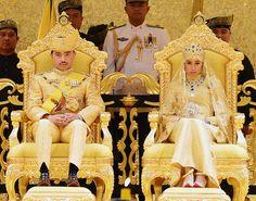 No Brunei,  o casamento mais luxuoso do mundo.Festa de matrimônio do príncipe local teve roupas feitas de ouro e buquê de pedras preciosas. Festa da realeza durou dez dias