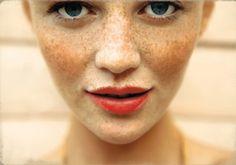freckl, kiss, model, orang, red lips, lip colors, lipstick, makeup looks, cintia dicker