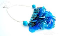 Recycle plastic bottle necklace statement blue by Filoecoloridiila, €35.00