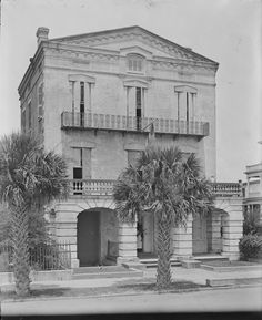 13 East Battery, William Ravenel House, 1845 -- Charleston, SC circa:1880 Historic Charleston Sc, Charleston South Carolina, Historic Homes, Antebellum Homes, Folly Beach, Okinawa Japan, Chicago Restaurants, Low Country, Old Pictures
