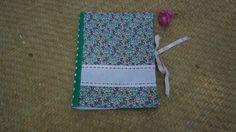 Protège carnet de santé parsemé de petites fleurs à broder au point de croix : Puériculture par la-vallee-heureuse-creations