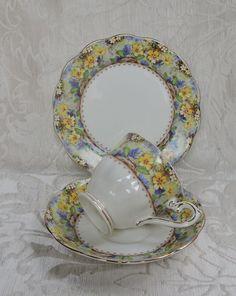 Marked Royal Albert Crown China, Mary's Garden, Reg N. 823404 (year 1937), England. Tazza da tè con doppio piatto, Royal Albert, decoro Mary's Garden. Art Deco 1937. Ottime condizioni. A rare and beautiful trio. | eBay!