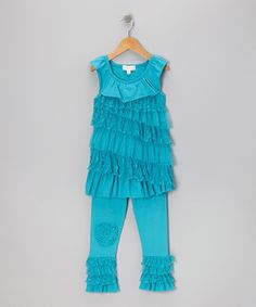 Rows of ruffles bring the best out of this outfit's tunic. Comfortable to wear and easy to pair, it comes with matching leggings that have a sweet rose blooming from the knee.