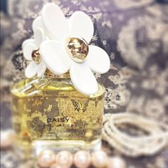 Daisy Marc Jacobs - Photo by huda_majeed Dubai Mall, Marc Jacobs, Daisy, Perfume Bottles, Fragrance, Pearl Earrings, Instagram Posts, Beauty, Jewelry
