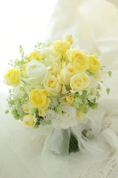 Wedding Flower Bouquets 70 best white and yellow bouquet for our beautiful bride 4 - 70 best white and yellow bouquet for our beautiful bride 4 Yellow Wedding Flowers, White Wedding Bouquets, Bride Bouquets, Bridal Flowers, Flower Bouquet Wedding, Bridesmaid Bouquet, Yellow Flowers, Floral Wedding, Light Yellow Weddings