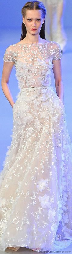 Elie Saab Haute Couture Wedding Gown - I think it makes a lovely wedding dress that could be transitioned into one or two other looks. It is a very versatile design and I love the pockets. Beautiful Gowns, Beautiful Outfits, Beautiful Clothes, Couture Fashion, Fashion Show, Party Fashion, Dress Fashion, Fashion Design, Looks Party