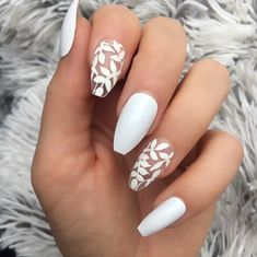55 Pretty Floral Nail Art Designs for Spring You Must Try Acrylic Nails Coffin Short, White Acrylic Nails, Summer Acrylic Nails, White Nail Art, Spring Nails, Fake Nails White, White Summer Nails, Winter Nails, Cute Acrylic Nail Designs