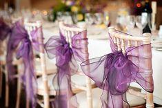 Os laços são delicados e românticos, enfeites ideais para uma cerimônia mais tradicional. Use em pequenos detalhes para a #decoração não ficar muito carregada . #festa #Mêsdasnoivas #casamento