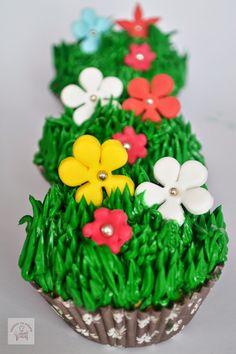 Un blog cu retete culinare, retete simple si la indemana oricui, retete rapide, retete usoare, torturi si prajituri. Cupcakes, Easter Dinner, Desserts, Blog, Tailgate Desserts, Cupcake, Deserts, Cupcake Cakes, Postres