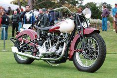 Vintage Motorcycles Classic 1940 big tank crocker motorcycle - A brief history of Crocker motorcycles. Vintage Indian Motorcycles, American Motorcycles, Racing Motorcycles, Vintage Bikes, Custom Motorcycles, Vintage Cars, Antique Motorcycles, Vintage Diy, Womens Motorcycle Helmets