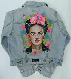 Camperas pintadas a mano por Julieta Bussot. JBfashionart #handmade #fashion #Style #Art Thrift Fashion, Diy Fashion, Autumn Fashion, Fashion Outfits, Fashion Design, Painted Jeans, Painted Clothes, Hand Painted Dress, Denim Art