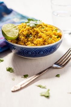 Indian spiced cauliflower rice is super easy and only takes 10 minutes to make, all the indian spices and its suitable for vegans to (Chicken Cacciatore Thermomix) Cauliflower Rice Thermomix, Spiced Cauliflower, Cauliflower Recipes, Cauli Rice, Amazing Vegetarian Recipes, Healthy Recipes, Radish Recipes, Keto Recipes, Healthy Food