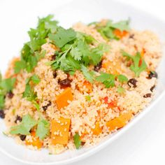 Marokkansk couscous Frisk, Couscous, Grains, Food, Cilantro, Essen, Meals, Seeds, Yemek