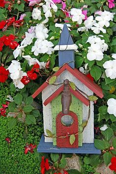 My Painted Garden: Painting a Garden Bridhouse Bird Cages, Bird Feeders, Bird Houses Painted, Butterfly House, Bird Tree, Nesting Boxes, Crafts To Do, Beautiful Birds, Garden Painting