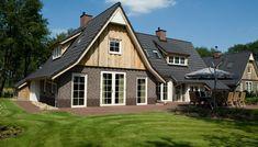 Villa Hof Van Salland 7 in Hellendoorn huren bij Belvilla Style At Home, Flatscreen, Villa, Van, Patio, House Styles, Home Decor, Holiday, Homes