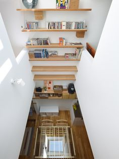 This narrow house in Nada Vertical design - Home Decorating Trends - Homedit Tiny Living, Living Spaces, Living Room, Mini Loft, Tiny House Swoon, Interior Architecture, Interior Design, Japan Architecture, Design Interiors