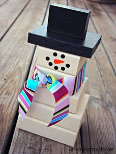 Celebrate Christmas with a few DIY decor accents. Learn how to make these wooden snowman with 2x4s and paint here.    @gingersnapcraft