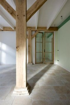 Stone Kitchen Floor, Kitchen Flooring, Travertine Floors, Stone Flooring, Terrazo, Adobe House, Style Tile, Classic House, Architecture Details