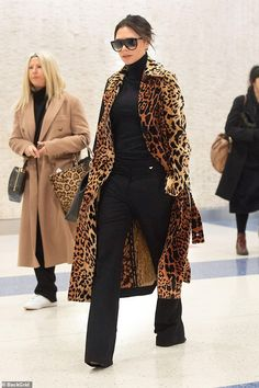 The 10 Best Coats Celebrities Are Wearing This Season – Gee The 10 Best Coats Celebrities Are Wearing This Season Celebrity Winter Coats & Jackets – Victoria Beckham Trend Fashion, Fashion Mode, Look Fashion, Women's Fashion, Fashion Ideas, Fashion Stores, Fashion Outfits, Cheap Fashion, Fashion Boots