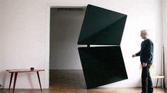 Evolution Door de l'artiste autrichien Klemens Torggler. Cette porte d'entrée se plie sur elle-même comme un origami.